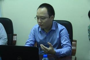 TS. Nguyễn Vũ Hoàng trình bày về nghiên cứu của mình tại Seminar