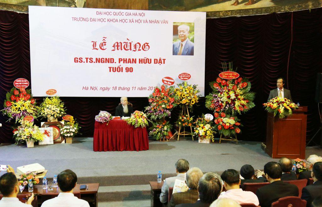 Giám đốc ĐHQGHN Nguyễn Kim Sơn phát biểu tại buổi lễ