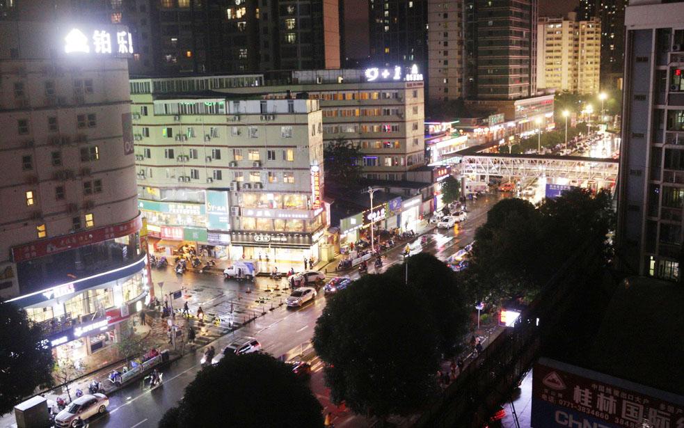 Đêm đầu tại Nam Ninh nhìn từ khách sạn Zhuang Yuan Po