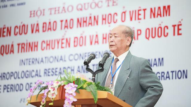 Cố GS. Phan Hữu Dật tại một hội thảo của Khoa Nhân học, Trường ĐHKHXH&NV
