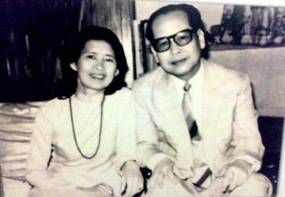 Vo-chong-GS-Phan-Huu-Dat-nhung-nam-80-TK-XX
