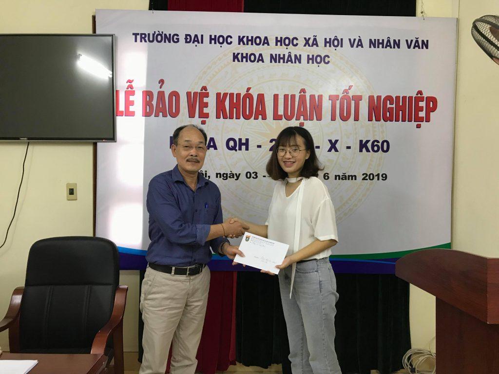 TS.Vi-Van-An-trao-tang-phan-thuong-cho-sinh-vien