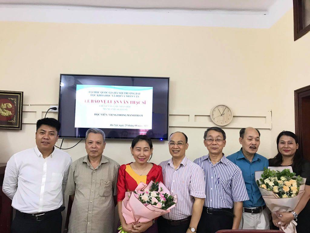 Hội đồng chụp ảnh cùng học viên Viengthong MANOTHAM