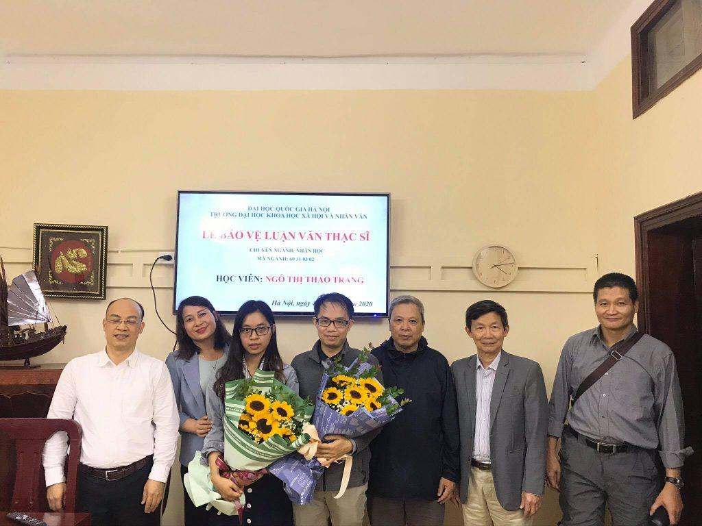 Hội đồng chấm luận văn thạc sĩ và học viên Ngô Thị Thảo Trang