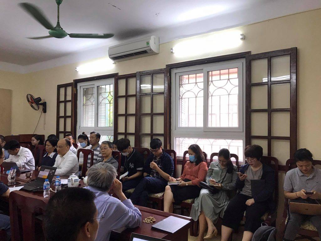Các nhà nghiên cứu, giảng viên, học viên tham gia seminar